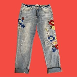 💐FLORAL EMBROIDERED ANKLE JEANS💐